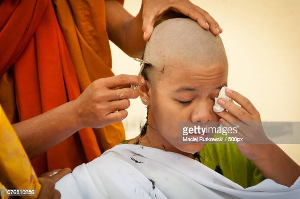 becoming a buddhist nun - nun stock-fotos und bilder