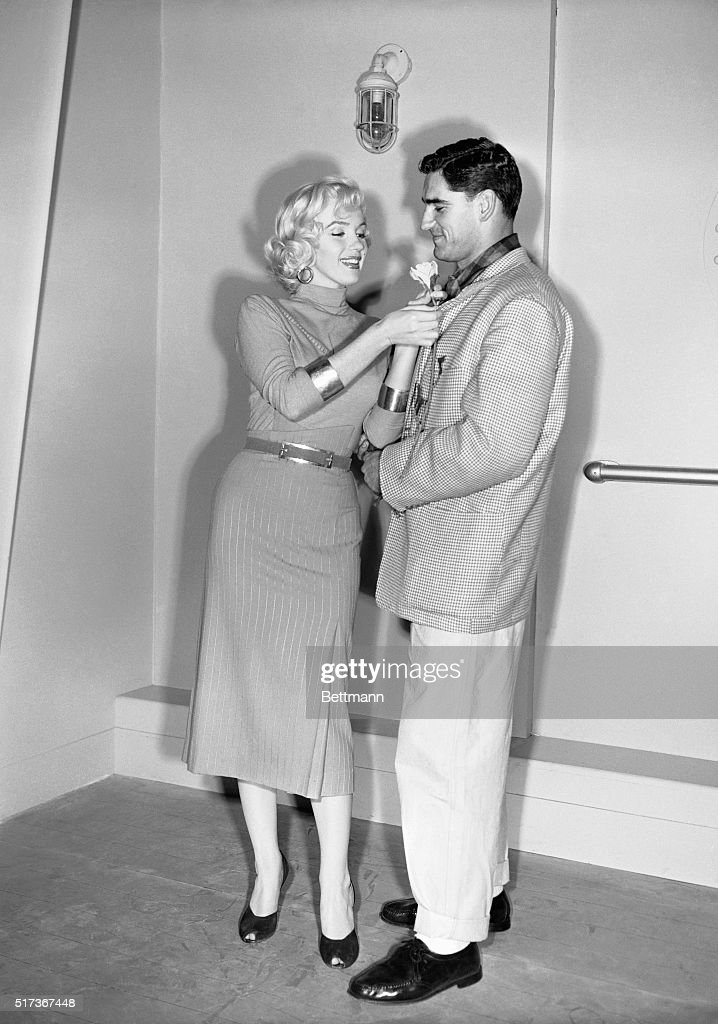 Marilyn Monroe Adjusting Jacket of Al Carmichael : News Photo