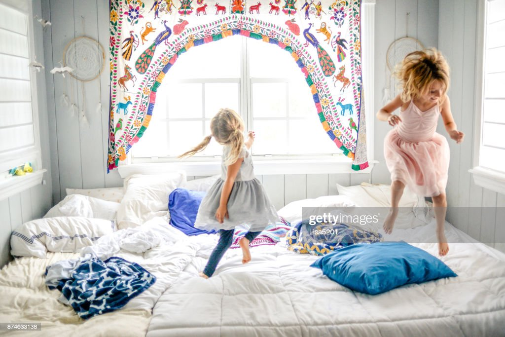 Festa de dança de cama : Foto de stock