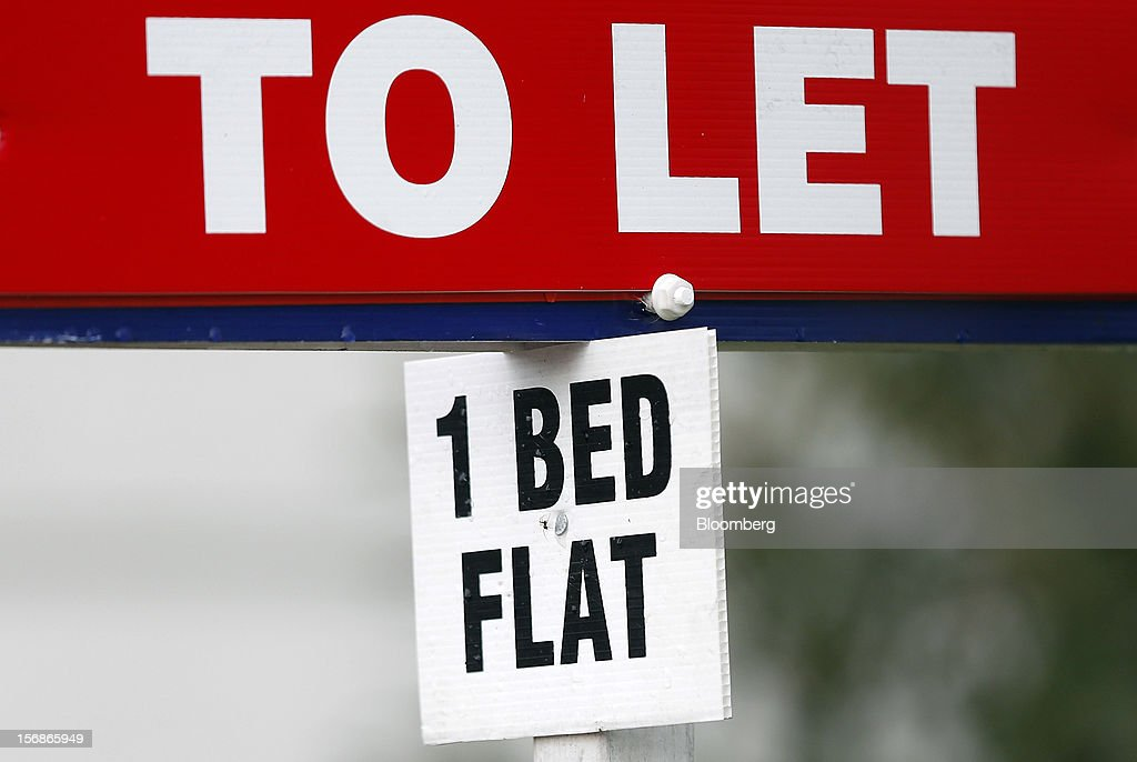 A '1 Bed Flat' sign sits beneath an estate agent's 'To Let' board outside a residential property in the Wandsworth district of London, U.K., on Friday, Nov. 23, 2012. U.K. mortgage approvals rose to a nine-month high in October, the British Bankers' Association said. Photographer: Simon Dawson/Bloomberg via Getty Images
