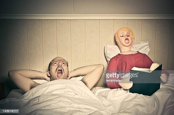 tempo routine letto - bambola gonfiabile foto e immagini stock