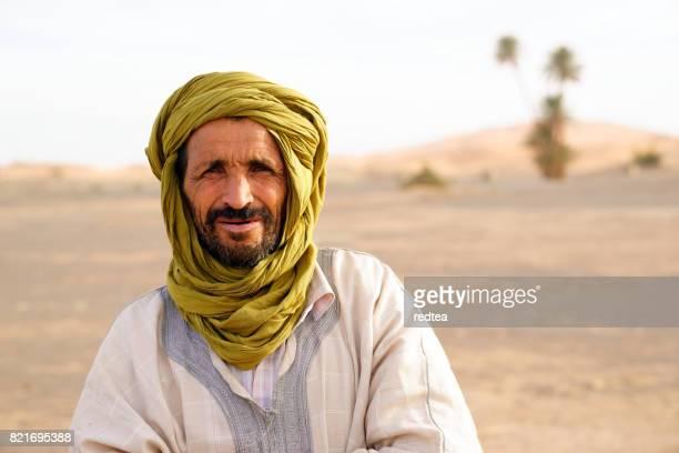 bédouin et désert - homme marocain photos et images de collection