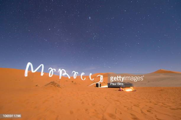 bedouin camp in the moroccan sahara in merzouga, morocco - night safari stock pictures, royalty-free photos & images