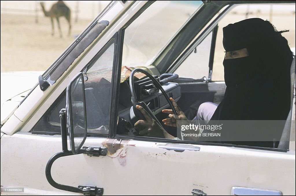 Bedouin women of the Rub al Khali desert, the largest desert in Saudi Arabia In February, 2003- : News Photo