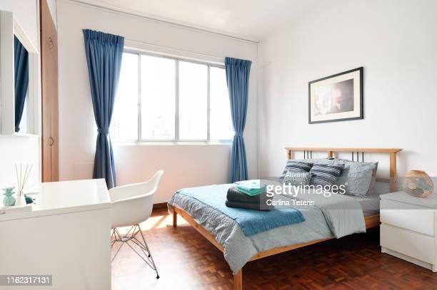 bedroom in a clean modern apartment - slaapkamer stockfoto's en -beelden