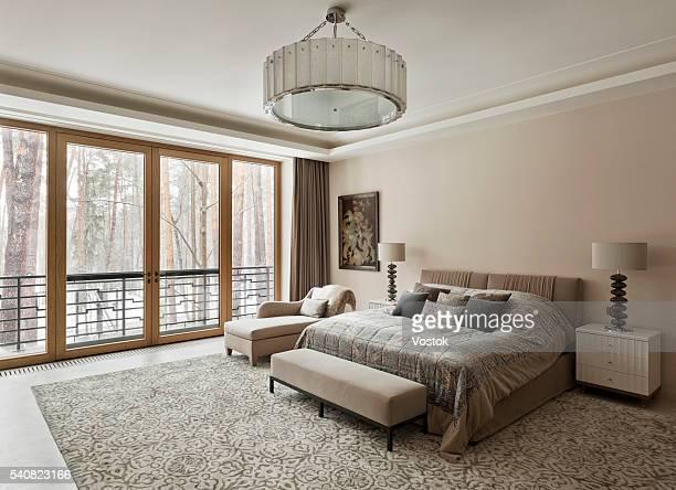 bedroom in mansion house - cama de casal - fotografias e filmes do acervo
