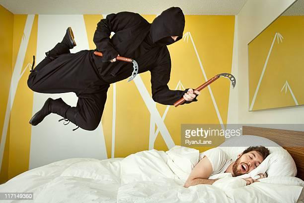 dormitorio ninja ataque - ninja fotografías e imágenes de stock