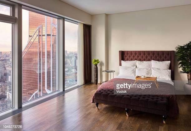 bedroom with a panoramic view of moscow-city - cama de casal - fotografias e filmes do acervo