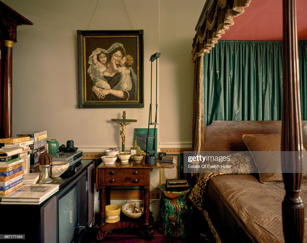 A Bedroom With Four Poster Bed At Pop Artist Andy Warhol S Upper Foto Jornalistica Getty Images