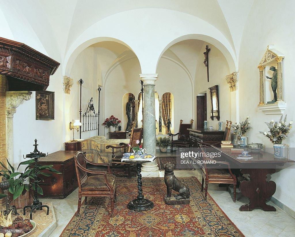Bedroom with renaissance style florentine furniture and - Renaissance style bedroom furniture ...