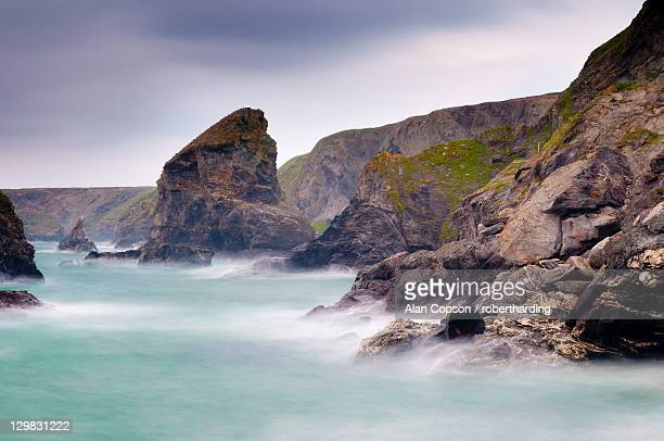 bedruthan steps and carnewas, cornwall, england, united kingdom, europe - alan copson stock pictures, royalty-free photos & images