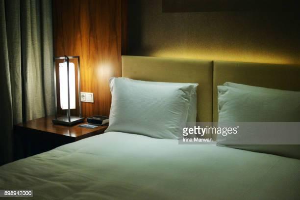 bedside - hóspede - fotografias e filmes do acervo