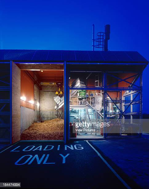 Bedzed [Beddington Zero Energy Development] Sutton United Kingdom Architect Bill Dunster Architects Bedzed Living Machine Building With Reflection