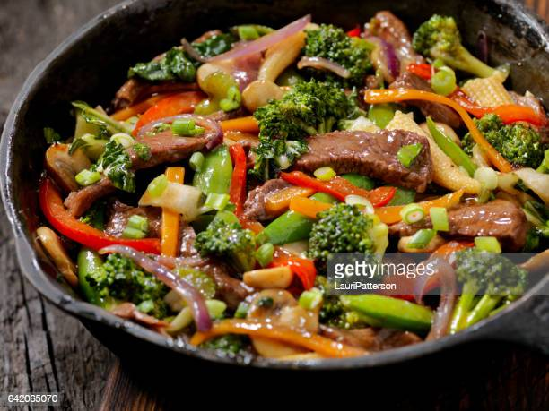 beef and broccoli stir fry - chinese food stock pictures, royalty-free photos & images