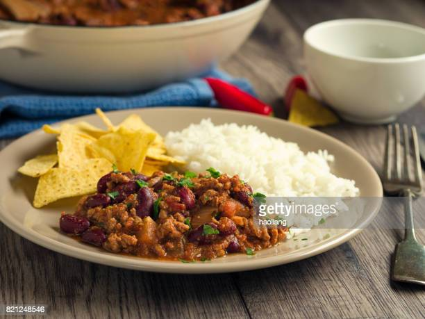 beef con carne with rice and tortilla chips - bowl of chili stock photos and pictures