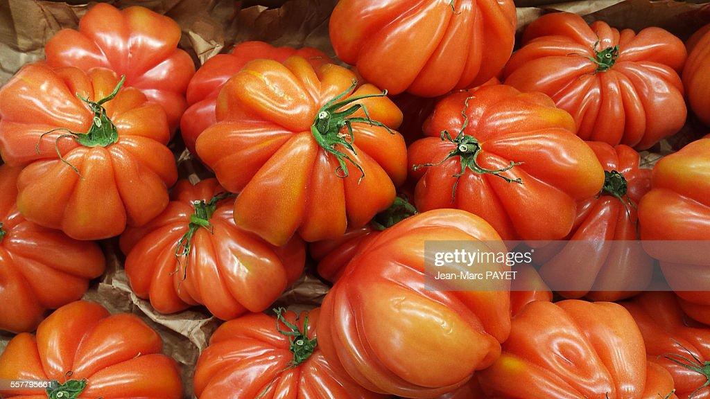 Beefsteak tomato on a french market : Photo