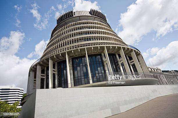 beehive, wellington new zealand - beehive new zealand stock pictures, royalty-free photos & images