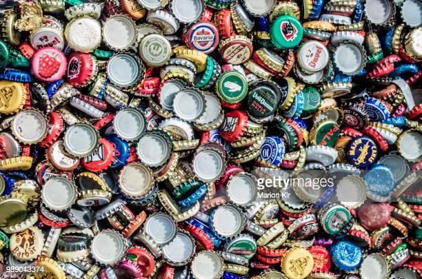 beer caps, madrid - 瓶のキャップ ストックフォトと画像