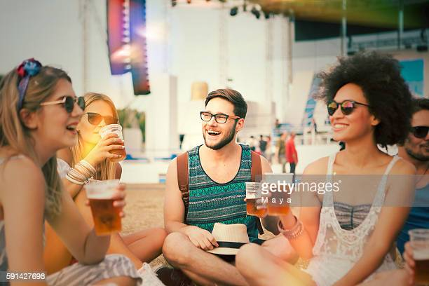 festival de la cerveza - festivalero fotografías e imágenes de stock