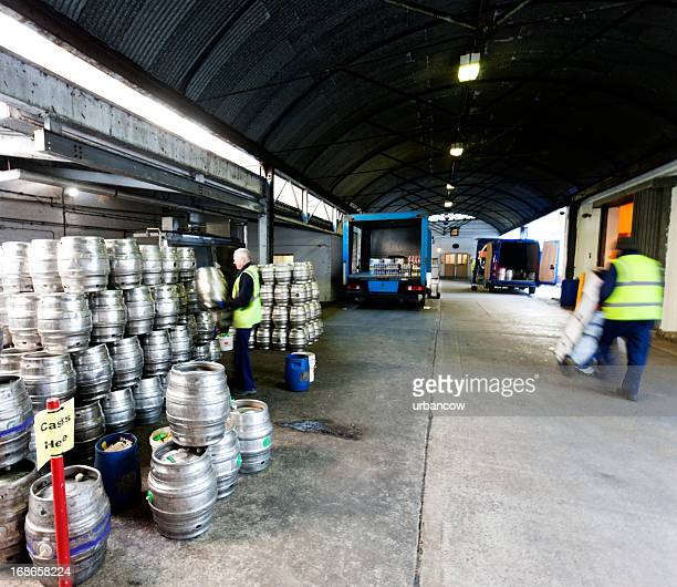 Bier kegs in der distribution warehouse