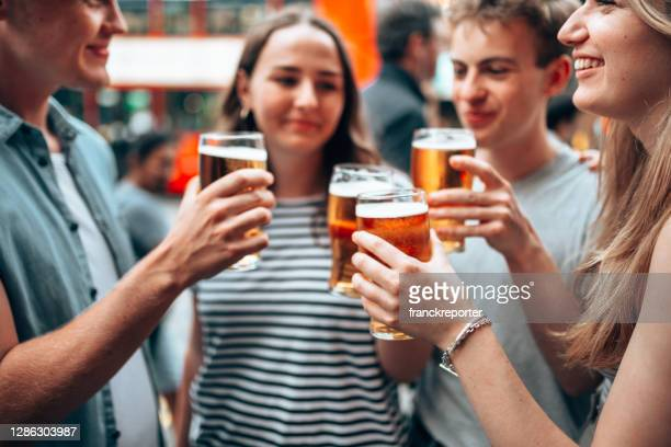 beer o'clock with friends - pub stock pictures, royalty-free photos & images