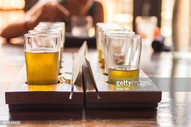 beer tasting - taking a shot sport - fotografias e filmes do acervo