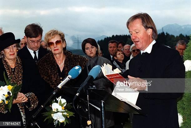 Beerdigung von Professor Julius HackethalTrauerfeier Ehefrau Nr 2 WaltraudSiglinde Hackethal TVPfarrer Fliege Freunde VerwandtePatienten