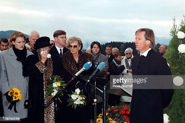 Beerdigung von Professor Julius HackethalTrauerfeier Ehefrau Nr 2 WaltraudSiglinde Hackethal Freunde Verwandte Patienten
