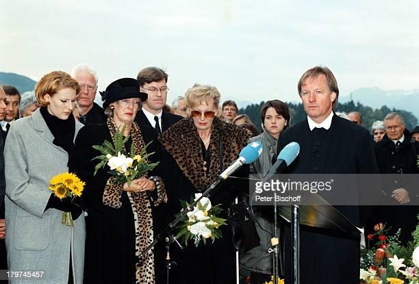 Beerdigung von Professor Julius HackethalTrauerfeier Ehefrau Nr 2 WaltraudSiglinde Hackethal TVPfarrer Fliege Freunde VerwandtePatienten Tochter...