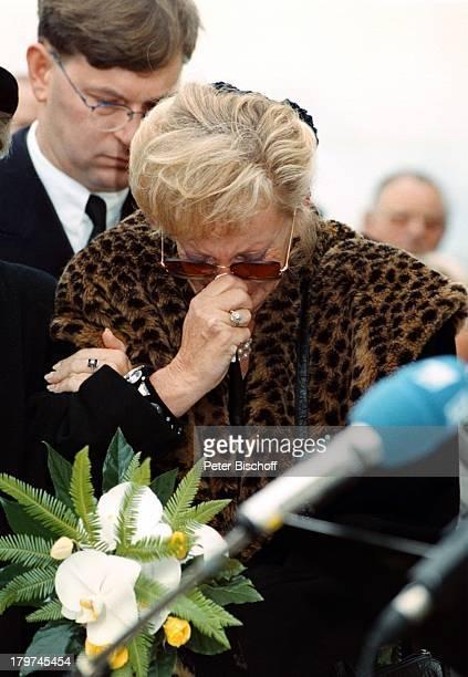 Beerdigung von Professor Julius HackethalTrauerfeier Schwester von Witwe Waltraud Siglinde Hackethal
