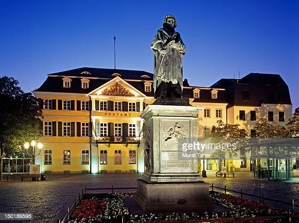 beethoven monument and post office, bonn - ludwig van beethoven fotografías e imágenes de stock