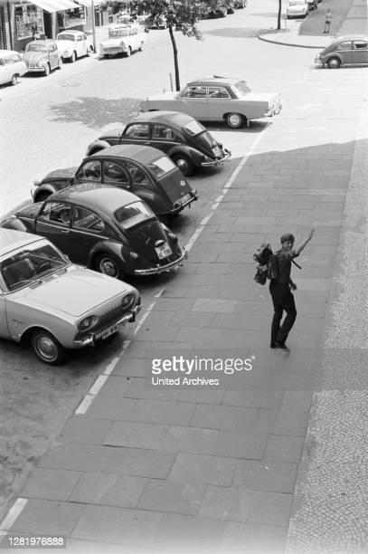Beetle - Beetle, Beetle, VW, cars, street, traffic, intersection, child, way to school, parking lot, Ford, 17 M, bathtub, duck, Citroen, 2CV, Opel,...