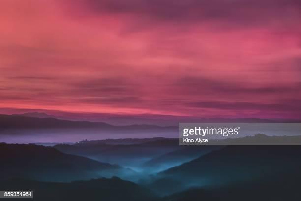 before sunrise - civita di bagnoregio foto e immagini stock