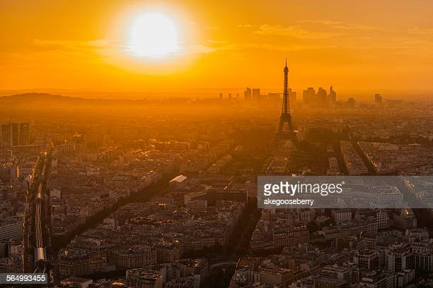 before sunset eiffel tower - pais ストックフォトと画像