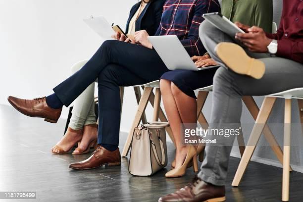 stellen sie vor dem interview sicher, dass sie ihre hausaufgaben machen - kandidat stock-fotos und bilder
