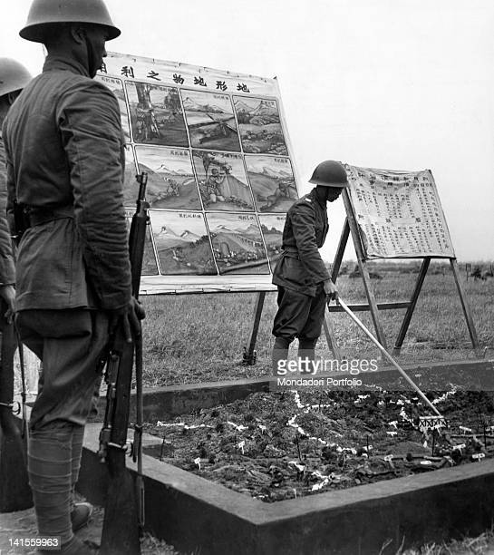 Before undertaking an expedition in the province of Fukien the soldiers are shown a relief model of what they will find along the road Taiwan 1950s