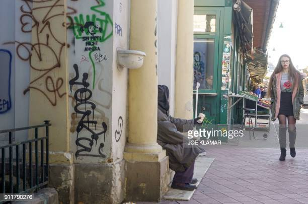A beggar asks for money at Naschmarkt market in Vienna Austria on January 29 2018 / AFP PHOTO / JOE KLAMAR