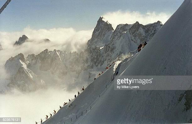 beginning of descent, vallee blanche - valle blanche fotografías e imágenes de stock