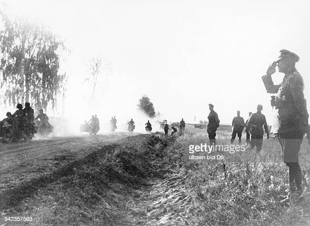 2WW Beginning of the campaign against soviet union /eastern front In the morning of June 22nd Advance of the central army group Motorbike unit passes...