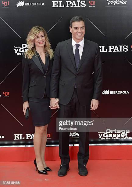 Begona Gomez and Pedro Sanchez attend the El Pais 40th anniversary dinner and 'Ortega y Gasset' awards ceremony at the Palacio de Cibeles on May 5...