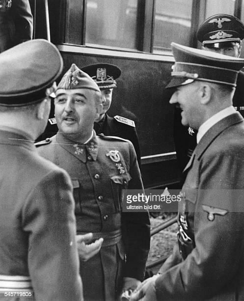 Begrüssung auf dem französischenGrenzbahnhof im Hintergrund von linksder spanische Aussenminister Ramon SerranoSuner und Dr Eberhard v...