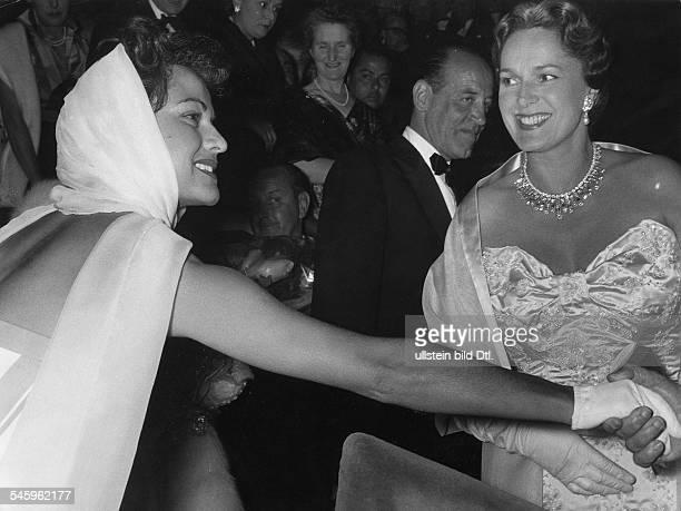 Begum Aga Khan *Indischfranzoesische Fuerstin Frankreich4 Ehefrau von Aga Khan III mit der Schauspielerin Margit Saad bei den Filmfestspielen in...