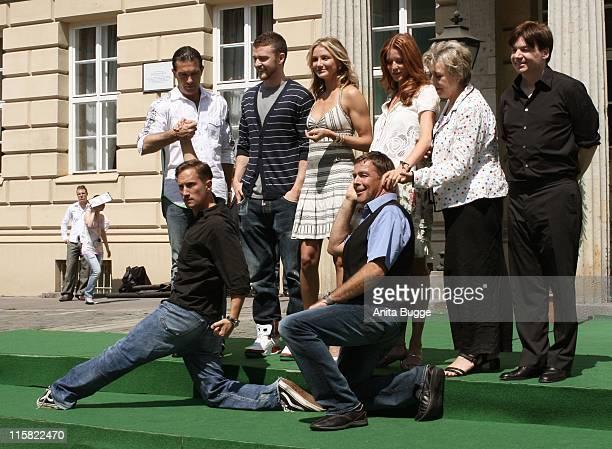 Antonio Banderas, Justin Timberlake, Cameron Diaz, Esther Schweins, Marie-Luie Marjan, Mike Myers in front: Benno Fürmann and Sascha Hehn