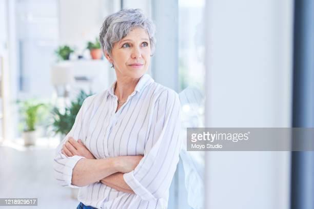 detrás de cada persona exitosa hay muchos años infructuosos - 50-59 years and women only fotografías e imágenes de stock