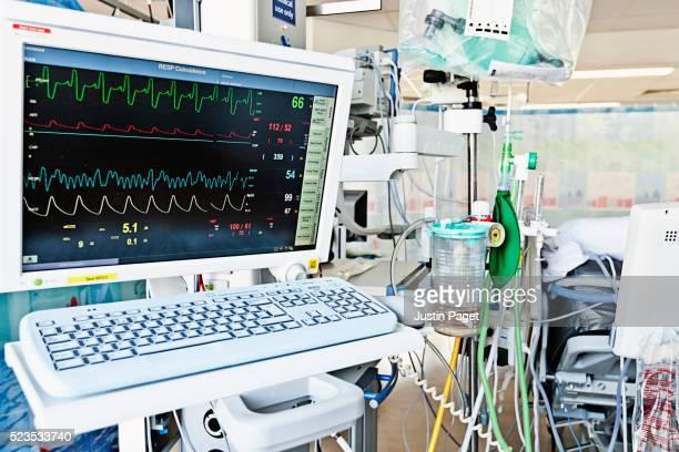 behind patients bed in intensive care ward, uk hospital - 集中治療室 ストックフォトと画像