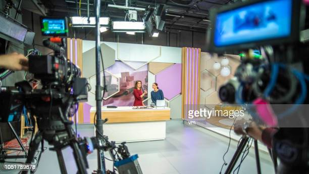 behind the scenes of a tv show - television show stock pictures, royalty-free photos & images