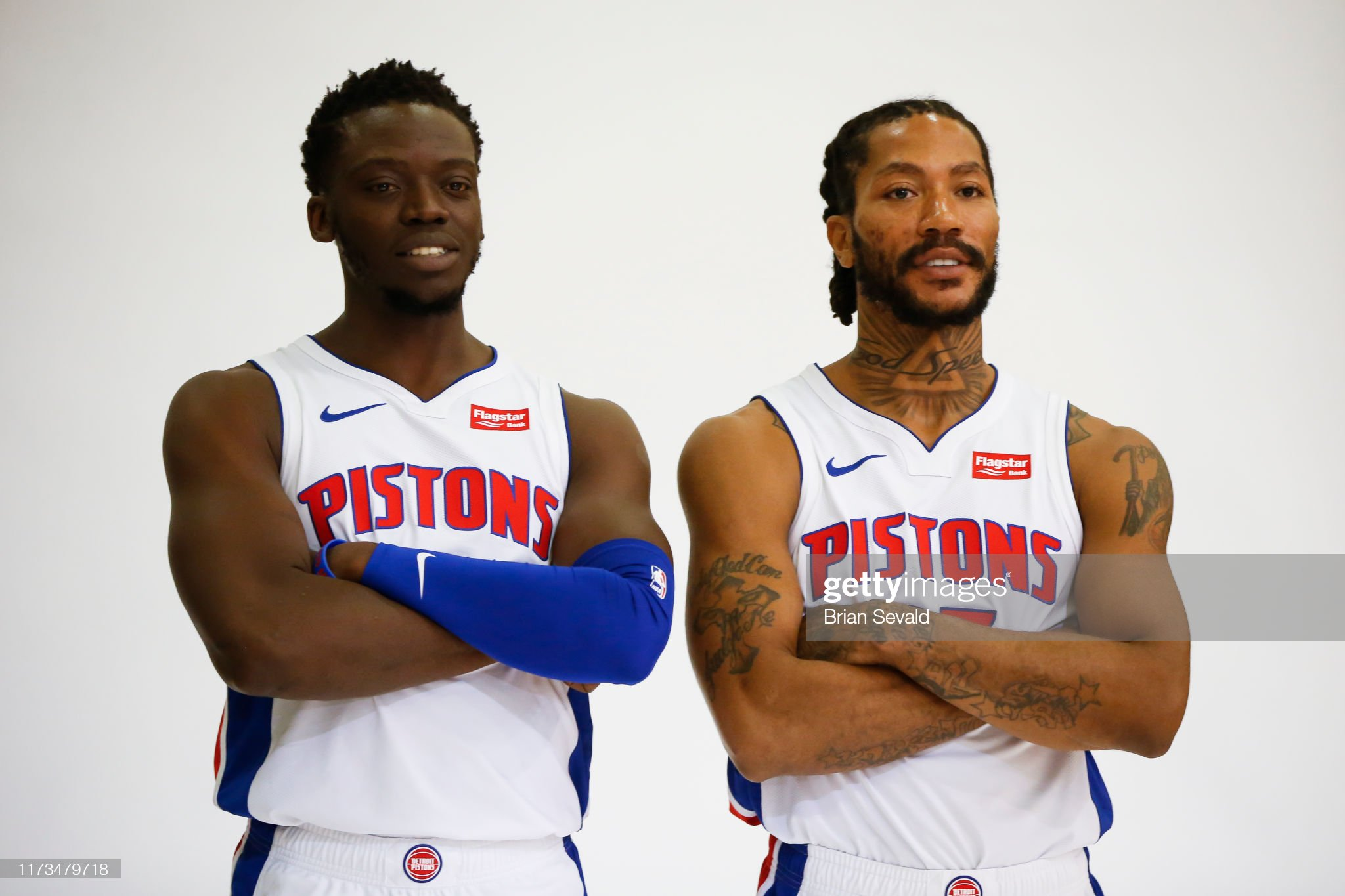¿Cuánto mide Derrick Rose? - Altura - Real height Behind-the-scenes-photo-of-reggie-jackson-of-the-detroit-pistons-and-picture-id1173479718?s=2048x2048