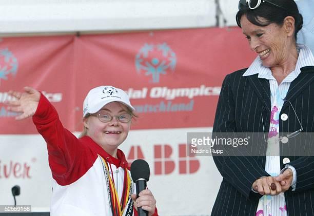Behinderten Sport Special Olympics 2004 Hamburg Abschlussfeier Agnes WESSALOWSKI 180604