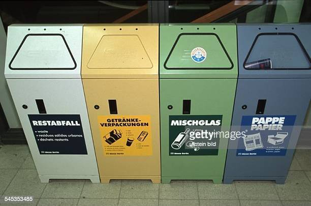 Behälter für Mülltrennung auf derFunkausstellung Berlin September 1999