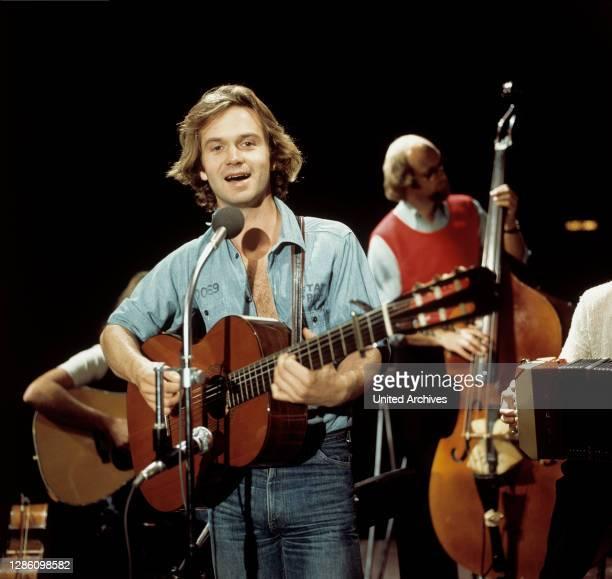 Bei einem Auftritt in den 70er Jahren. Musik, Porträt, Sänger, Chansons, Schauspieler, 70er.